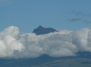 Ahh, there we are. Pico's peak. All in a cloud change.